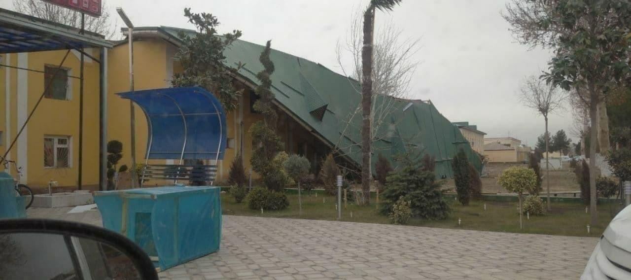 Кучли шамол Намангандаги уйларнинг томларини учириб кетди (ФОТО)