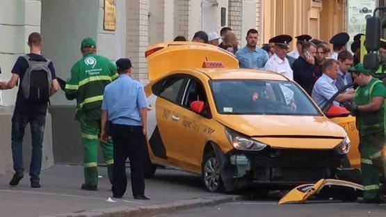 Москвада такси нега 8 нафар мухлисни уриб кетди?