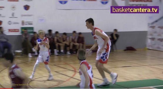 213 см бўйга эга 12 яшар баскетболчи рақибларининг бош оғриғига айланди (видео)